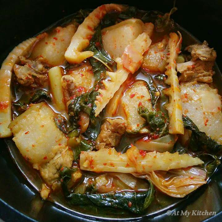 Naga style pork with bamboo shoots colocasia leaves and stem and naga style pork with bamboo shoots colocasia leaves and stem and mongmong tu mezenga pata forumfinder Choice Image