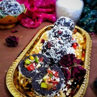 Nuts Stuffed Black Rice Ladoo